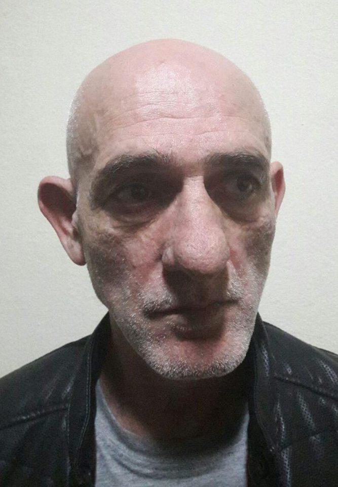 Abdul Mekra, (emri i vërtetë) Avni Metra, u dënua me 25 vjet burg për vrasje në Shqipëri. U largua drejt Britanisë në vitin 1998
