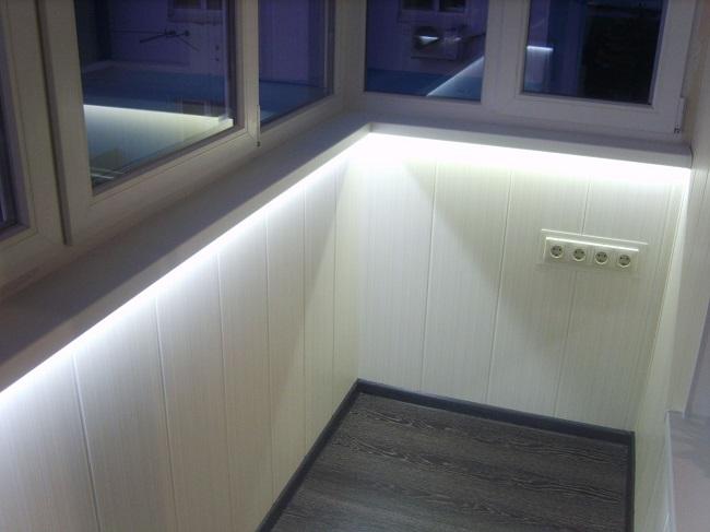 Балкондық жарық диоды лентасындағы жарықтандыру