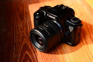 Canon 1000s with lens 35 - 70mm (1)