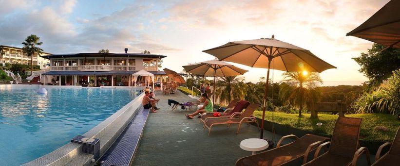 hotel cristal ballena, restaurante pura vida