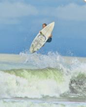 thumbs surf dominical ballenatales surfer gerace waves chema  El surf no es una moda, es un estilo de vida.