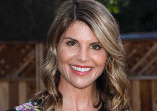 Lori Loughlin Pleads Not Guilty