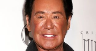 Wayne Newton Sued over Monkey