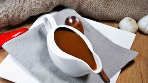 Bratensoße mit Kakao-Anrichten-ballesworld