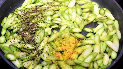 Tortilla Kuchen mit grünem Spargel