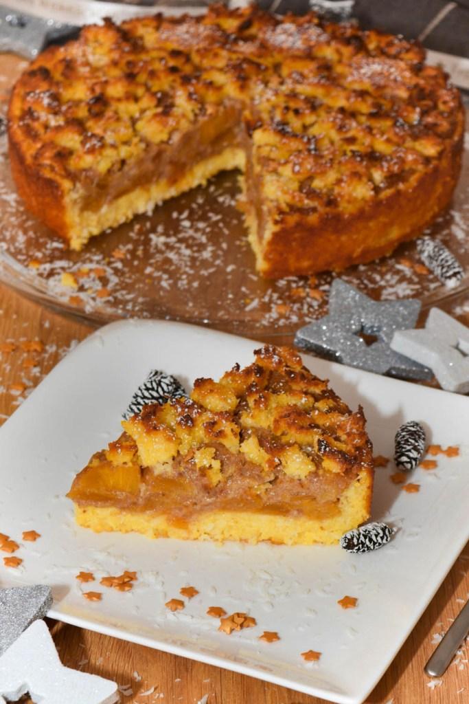 Polenta Kokos Kuchen mit Kaki Marzipan geschnitten