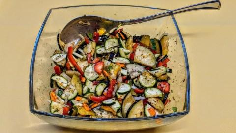 Schnelles mediterranes Gemüse auf Bandnudeln Marinade