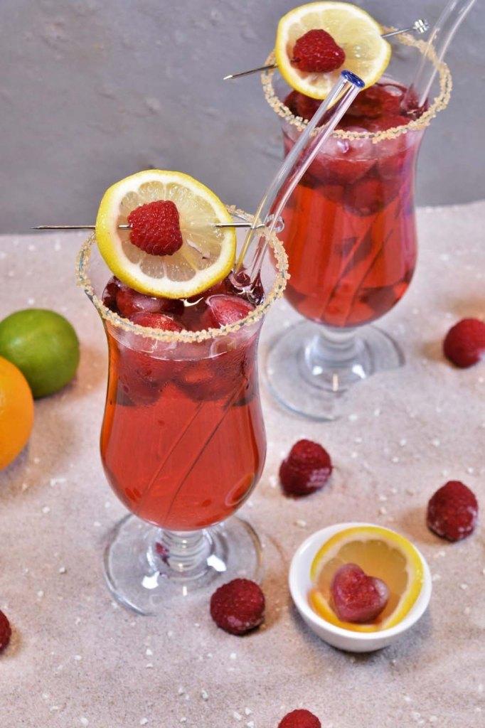 Bacardi-Razz-mit-Himbeeren-Karibik-Drink