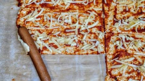 Würstchen im Pizzateig auf mazedonische Art