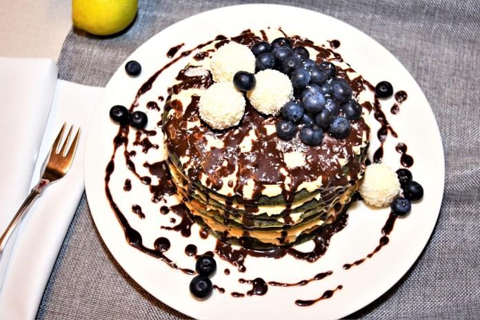 Heidelbeer Pancake mit Raffaelo Creme