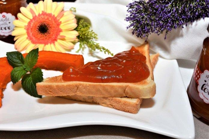 Marmelade mit gebackenem Kürbis und Pfirsich