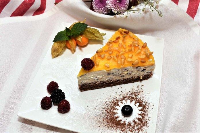 Stracciatella Creme Torte mit Orangenglasur