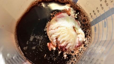 Eiskaffee mit Kirschlikör BallesWorld mazedonische Rezepte