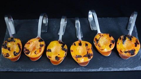 Grill Aprikosen mit Ricotta und Mandeln