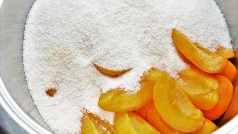 Aprikosenmarmelade mit Marzipan