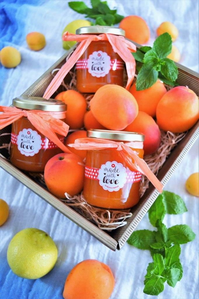 Aprikosenmarmelade mit Marzipan-Brotaufstrich-BallesWorld