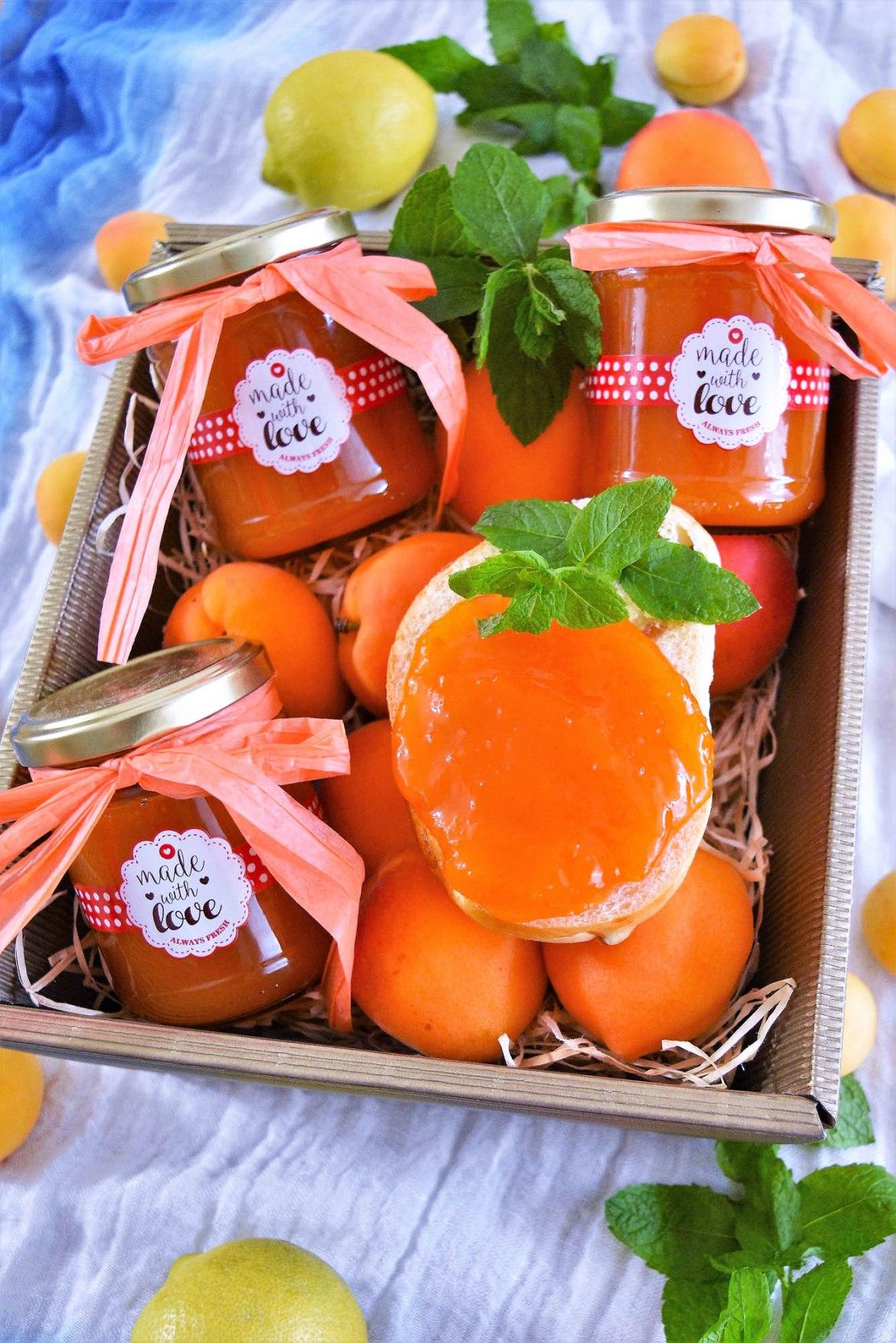 Aprikosenmarmelade mit Marzipan-Konfitüre-BallesWorld