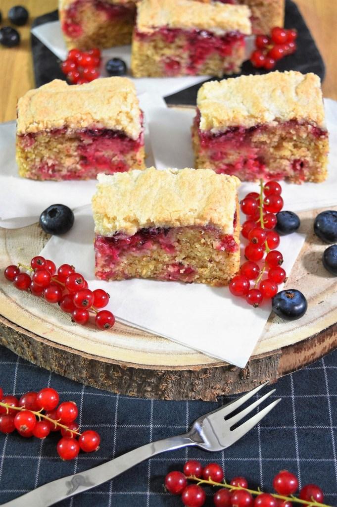 Mandel-Grieß Kuchen mit Johannisbeeren-Rezeptideen-ballesworld