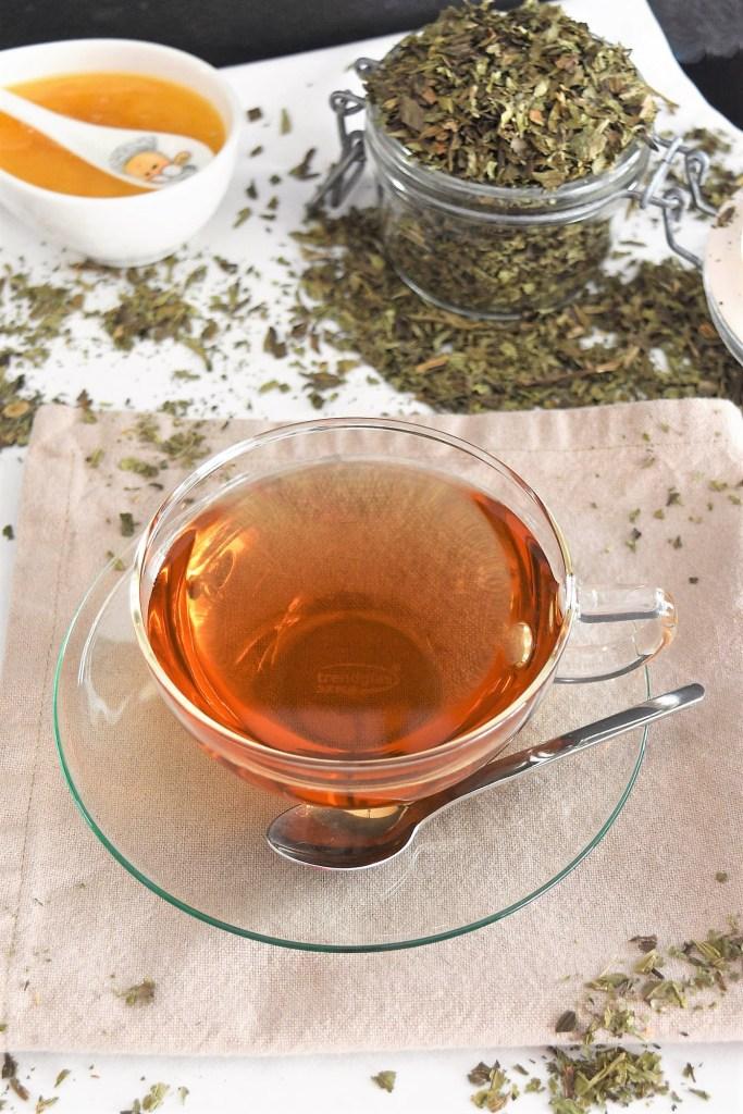 Spitzwegerich Tee-Naturmedizin-ballesworld