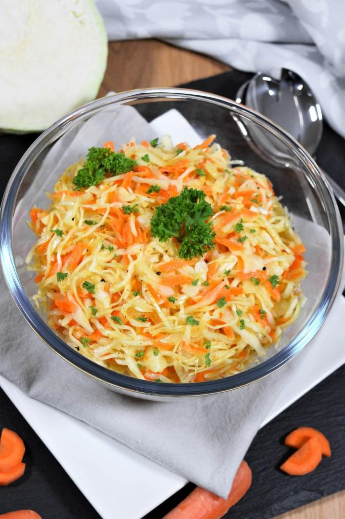 Weißkohlsalat mit heißem Dressing-Gesundem Salat-ballesworld