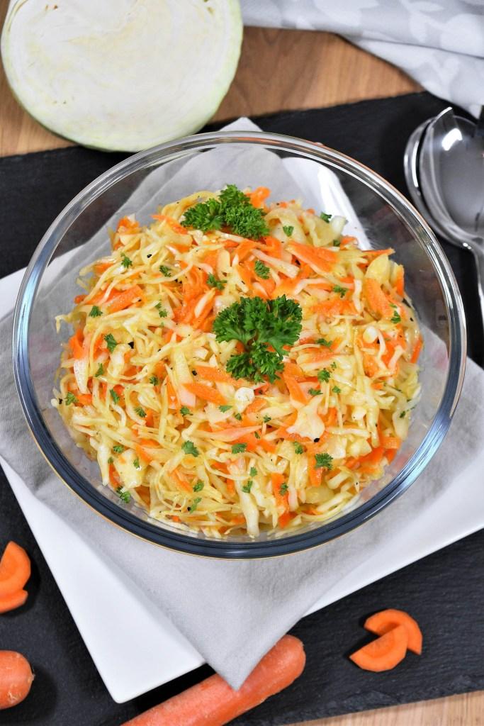 Weißkohlsalat mit heißem Dressing-Vegane-ballesworld