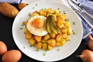 Bratkartoffeln mit Spiegelei und Gewürzgurke-Rezept-ballesworld