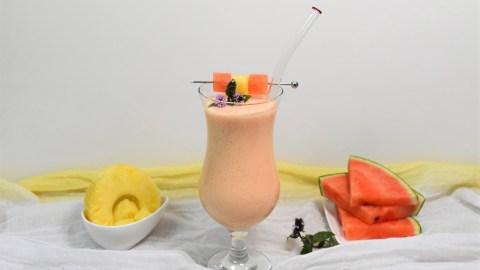 Wassermelonen-Ananas Shake-Anrichten-ballesworld