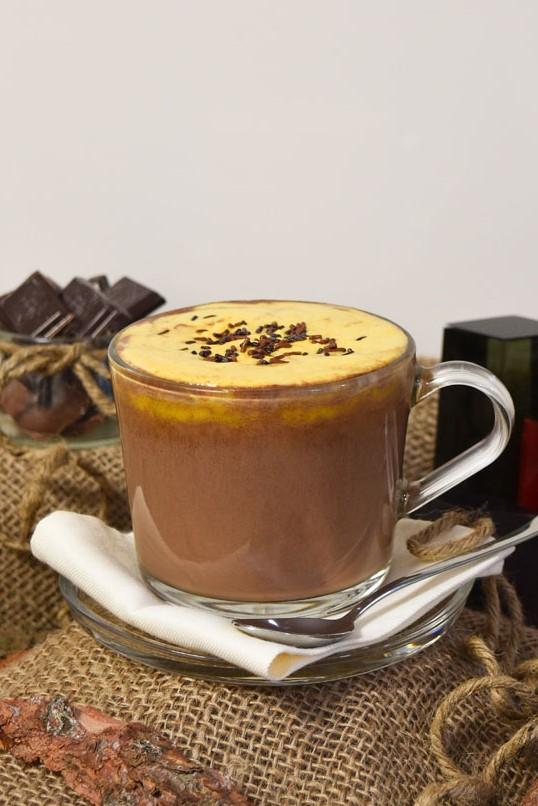 Heiße Schokolade mit Sanddornhaube-Schokoladendrink-ballesworld