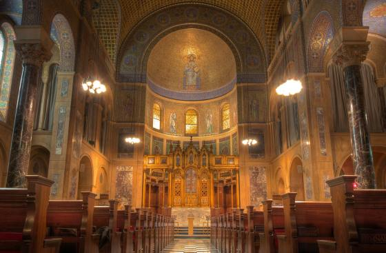 Christ-Church-United-Methodist-nave-apse-altar