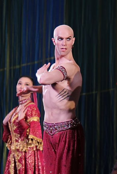 James-Whiteside-Arabian-dance-Nutcracker-12-13-13