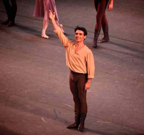 Joaquin-De-Luz-Dances-at-a-Gathering-1-24-13