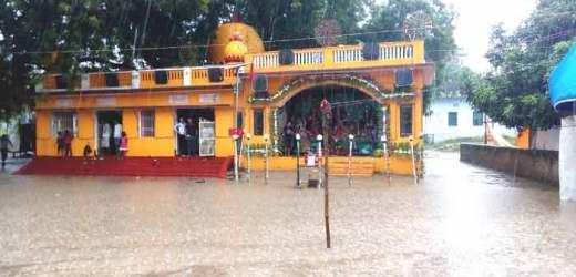 बारिश ने किया दुर्गोत्सव का मजा किरकिरा