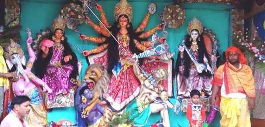 दुर्गा मंत्रों से गूंज उठा जेपी का गांव