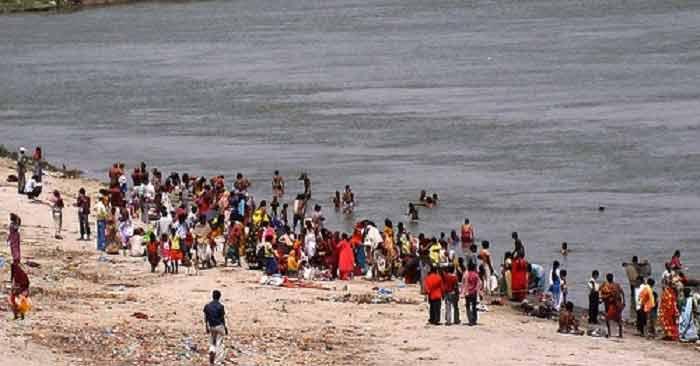 पटना में गंगा नदी में नाव पलटी, 21 की मौत
