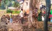 बिजली के तार से लगी आग में पांच झोपड़ियां राख