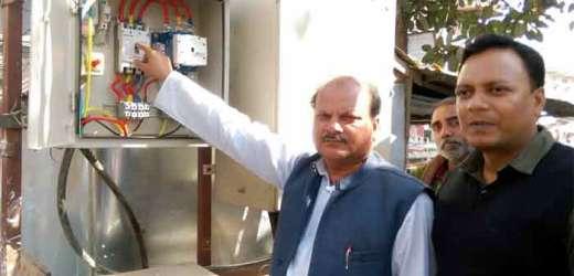 अध्यक्ष ने किया सिकंदरपुर नपं में एलईडी स्ट्रीट लाइट का उद्घाटन