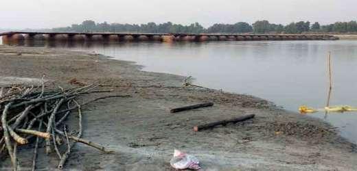 खरीद-दरौली घाट पर पीपा पुल बन जाने से आवागमन शुरू