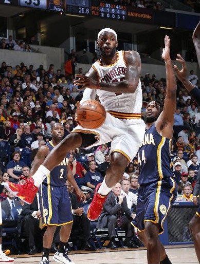LeBron Scores 26 In 24 Minutes Hits A Sweet Skyhook