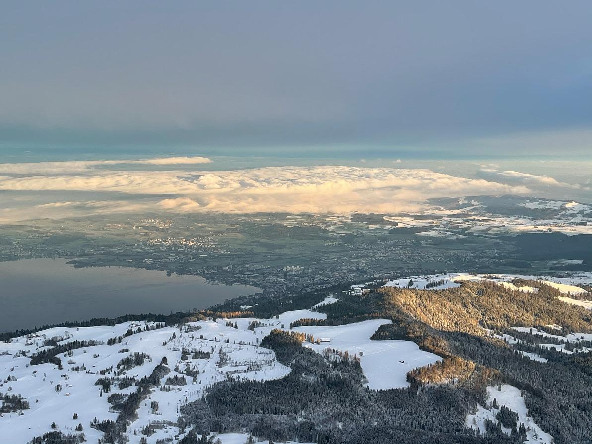 Nebel im Mittelland Foto aus einem Heissluftballon