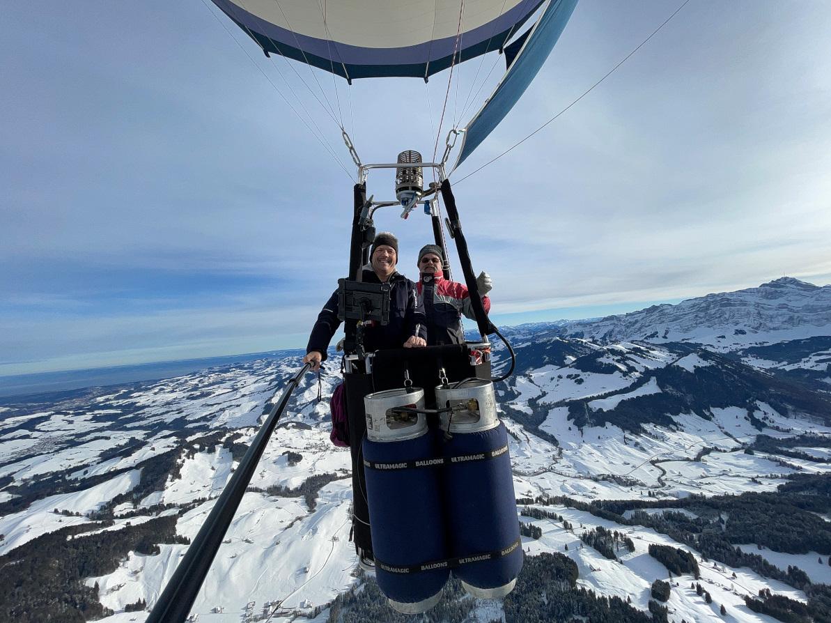 Kurt Frieden in einem Heissluftballon