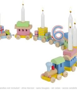Geburtstagszug mit 7 Anhängern fährt eine Kurve