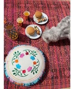 Sitzkissen BOHO, creme, Stickmuster, Blumen bunt, Pompomborte türkis, D 40 cm, Beispielbild