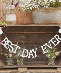 Buchstaben-Girlande Best Day Ever plus 2 Herzen außen, Holz weiß, H 6,5, L 150 cm