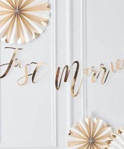 Buchstaben-Girlande, Just Married, Pappe roségold foliert, Faden weiß, H 25 x L 150 cm, Dekobeispiel