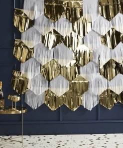 Fransenvorhang Dachziegel-Anordung, Seidenpapier weiß Folien gold, 42 Stück + 7x Kordel, 7 x 2 m, Dekobeispiel