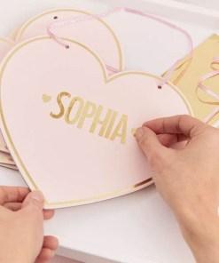 Herz-Schilder, Pappe rosa, Goldrand, Buchstaben-, Zahlen-, Zeichenaufkleberngold, 4er Pack, 22,5 x 20,5 cm, Bastelbeispiel