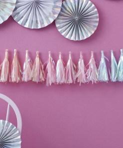 Quasten-Girlande, Iris-Folie Seidenpapier, je 5 pastell-blau-apricot-rosa, Faden weiß, H 20 cm 2 m, Dekobeispiel