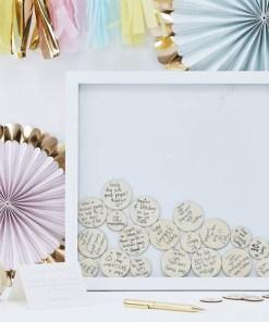 Rahmen Gästebuch, Holz weiß, 55 Holzkreise natur zum Beschriften, 36 x 36 cm