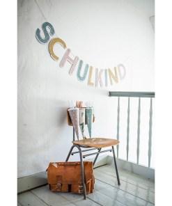Girlande Schulkind in pastell, Verpackung Naturkarton, 12 Elemente, 3m, Dekobeispiel