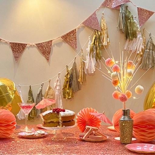 Wimpelkette glitter-rosa, Stoff, Satinband, 16x18cm, L 3 m, Dekobeispiel